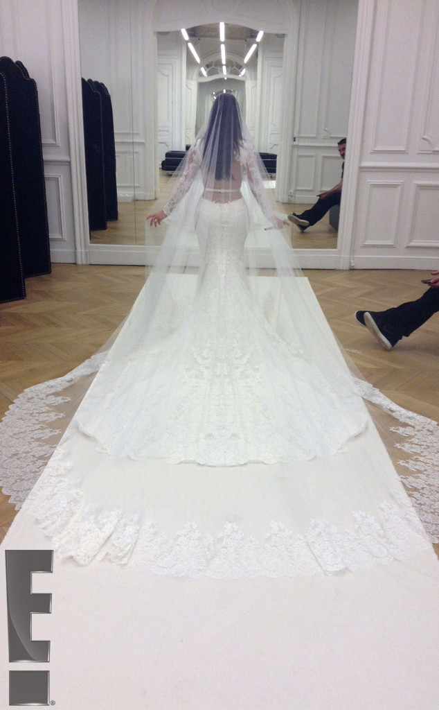 rs_634x1024-140526214957-634.kim-kardashian-kanye-west-wedding.ls.52614